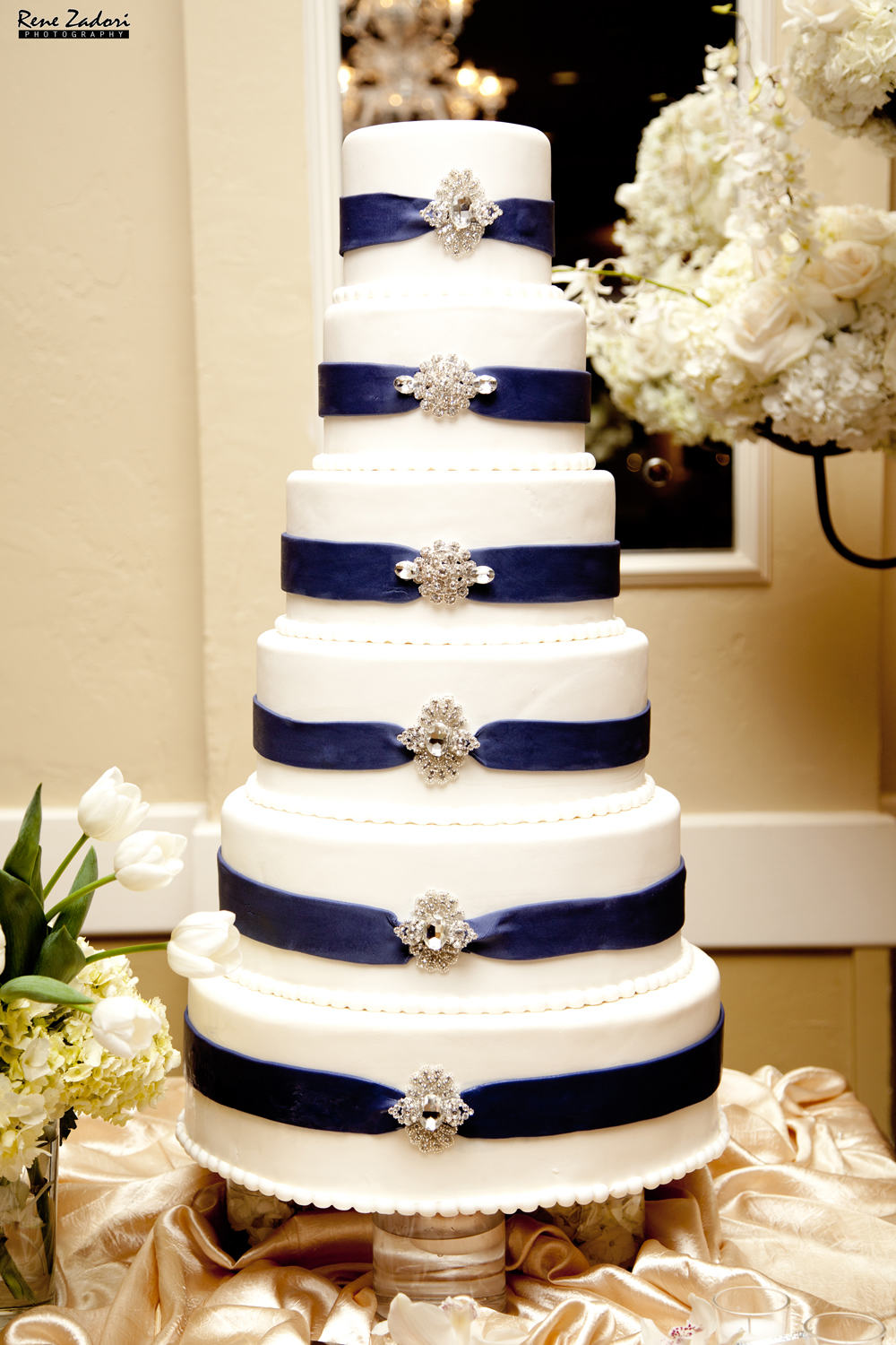 classic-blue-ribbon-embellished-wedding-cake-by-rafis-pastry